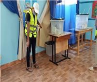 صور| صحة السويس تواصل تعقيم اللجان الانتخابية في اليوم الثاني