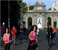 الجارديان: إلغاء ماراثون باريس مع تزايد إصابات كورونا في فرنسا