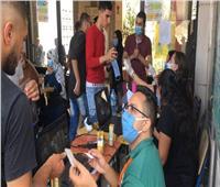 شباب قائمة «من أجل مصر» يساعدون الناخبين في معرفة لجانهم بمدينة نصر
