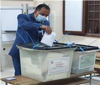 المتحدث الرسمى لمترو الأنفاق يدلي بصوته في انتخابات مجلس الشيوخ