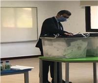 ياسر رزق يدلي بصوته في انتخابات مجلس الشيوخ