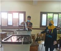 صور .. تزاحم الناخبينأمام اللجان بمدرسة ناصر الثانوية بنات بشبرا