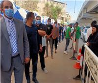 فيديو| إقبال كثيف من الشباب في لجنة مدرسة العقاد وتعقيم الناخبين قبل الدخول