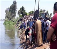 صور| انتشال جثتين والبحث عن 2مفقودين من ضحايا المعدية الغارقة بالبحيرة