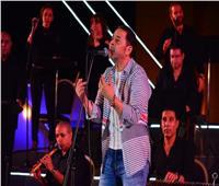 صور| مدحت صالح يُهدي جمهوره أجمل أغانيه في حفل الأوبرا