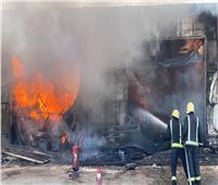 شاهد| حريق هائل في محال تجارية بالرياض