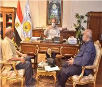 محافظ أسيوط يلتقي مدير منطقة الأبنية التعليمية ووكيل وزارة الزراعة