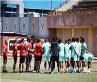 فايلر يعقد محاضرة مع لاعبي الأهلي قبل انطلاق مران الفريق