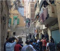 صور|انهيار عقار بمنطقة بحري في الإسكندرية.. والبحث عن سيدة تحت الأنقاض