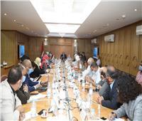 محافظ قنا يجتمع بأعضاء برنامج التنمية المحلية لصعيد مصر
