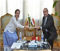 وزير الطيران يبحث مع سفيرة كولومبيا بالقاهرة سبل تنشيط السياحة