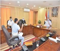 محافظ أسيوط يلتقي المواطنين لتوفير فرص عمل لهم بالقطاع الخاص