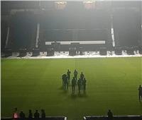 لاعبو الزمالك يعاينون أرض الملعب قبل القمة الـ120