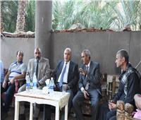 محافظ قنا يقدم واجب العزاء لأسر ضحايا حادث انقلاب سيارة ميكروباص بطابا