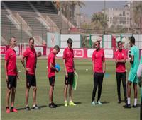 «فايلر» يعقد جلسة مطولة مع لاعبي الأهلي