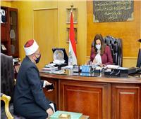 محافظ دمياط تبحث استعدادات 544 مسجد لعودة صلاة الجمعة