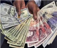الإسترليني يتراجع مقابل الدولار الأمريكي والعملة الأوروبية الموحدة