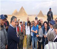 وزير السياحة لأصحاب الجمال في الأهرامات: راكب فقط على الجمل
