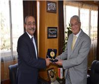 محافظ الإسماعيلية يستقبل رئيس شركة المقاولون العرب