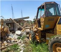 تنفيذ قرارات إزالة بحي شرق أسيوط خلال حملة مكبرة