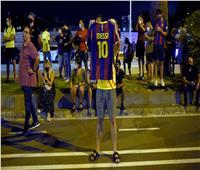 فيديو| جماهير برشلونة تقتحم «كامب نو» اعتراضًا على أنباء رحيل ميسي