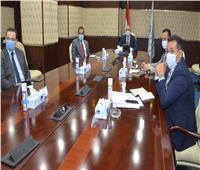 وزير الإسكان يستعرض مخطط تطوير قطعتى أرض بمحور المحمودية بمحافظة الإسكندرية