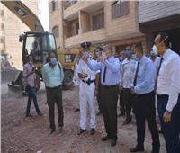 محافظ المنيا يقود حملة مكبرة لإزالة برج مخالف بالقرداحي