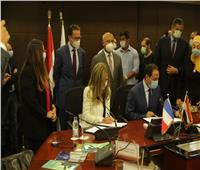 بالصور..وزير النقل يشهد توقيع عقد إدارة الخط الثالث للمترو للشركة الفرنسية العالمية