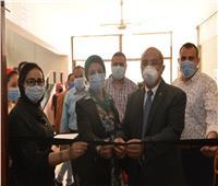 رئيس جامعة أسيوط يفتتح معرض أوراق بكلية الفنون الجميلة
