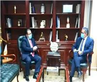 سفير كازاخستان بالقاهرة يودع وزير السياحة والآثار