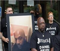 بعد وفاة رجل أسود عقب اعتقاله.. وقف 7 ضباط عن العمل في نيويورك