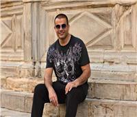 «ميوزك أورد» تصف عمرو دياب بـ«العملاق» بعد تصدره قائمة «فوريس»