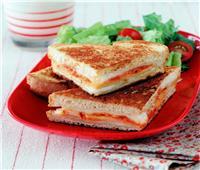 طبق اليوم.. «ساندويتش الجبن الإيطالي»