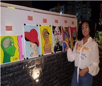 طالبة تبهر أهالي الغردقة برسومات فنية وتتبرع بثمنها لغير القادرين