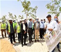 صور| وزير الإسكان يتفقد سير العمل بمشروع الحدائق المركزية بالعاصمة الإدارية