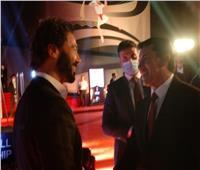 وزير الرياضة يحتفي بالفنان العالمي خالد النبوي