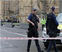 سيارة تقتحم مركزا للشرطة في لندن.. واعتقال مشتبه به