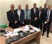 جمارك مطار القاهرة تحبط محاولة راكب مصري تهريب كمية من الـiPhone