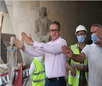 صور| وزير السياحة يتفقد قاعات العرض بالمتحف المصري الكبير