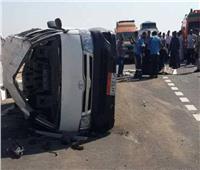 بالأسماء| إصابة 11 شخصا في انقلاب سيارة ميكروباص بصحراوي البحيرة