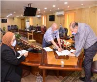 محافظ أسيوط يلتقي المواطنين لحل مشاكلهم