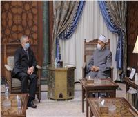 الإمام الأكبر يستقبل السفير الروسي ويرحب برفع مستوى التعاون العلمي