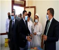 محافظ مطروح يتفقد لجنة مدرسة فوكه بالضبعةللإطمئنان علي سير الانتخابات
