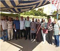 صور  نقيب الأطباء البيطريين بالإسماعيلية يدلي بصوته في انتخابات «الشيوخ»