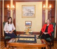 نبيلة مكرم تستقبل وزيرة البيئة لتنسيق زيارة الدارسين بالخارج للمحميات