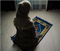 «الأزهر للفتوى» يوضح 6 أحكام شرعية لصلاة المرأة في الأماكن العامة