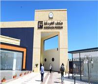 وزير السياحة والآثار يفتتح معرض مقتنيات توت عنخ آمون في متحف الغردقة