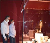 صور| وزير السياحة يتفقد معرض كنوز الملك توت عنخ آمون بمتحف الغردقة