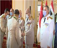 صور وفيديو.. وزير الدفاع يكرم قادة القوات المسلحة المحالين للتقاعد