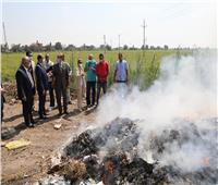 صور.. حريق مجموعة من المخلفات الصلبة أثناء مرور وزيرة البيئة في كفر الشيخ